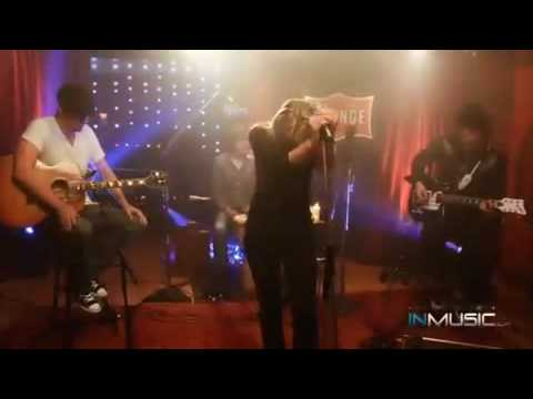 Alexz Johnson- A Little Bit- Live at The Orange Lounge [Legendado]