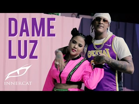 Quimico Ultra Mega (feat. Martha Heredia) - Dame Luz 🌹( Video Oficial )