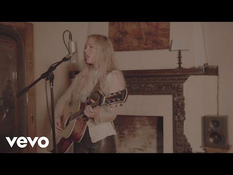 Lennon Stella - Pretty Boy (Acoustic Video)