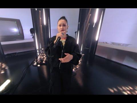 MelodyVR Presents Kat Dahlia – Facil