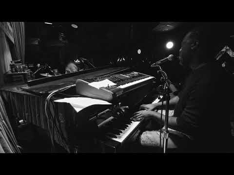 Robert Glasper & Esperanza Spalding - The Blues (Live at Blue Note New York)