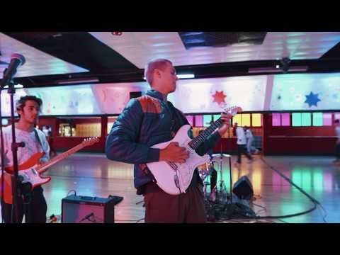 Omar Apollo - Ashamed (live performance)