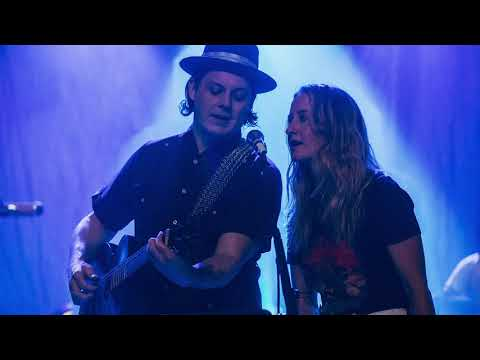 Margo Price - Honey, We Cant Afford To Look This Cheap (feat. Jack White) (Live at The Ryman)