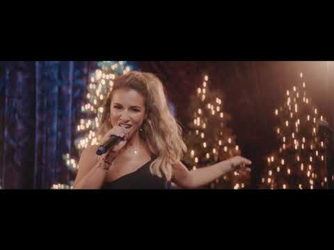 Jessie James Decker | Santa Claus Is Coming to Town (Official Music Video)