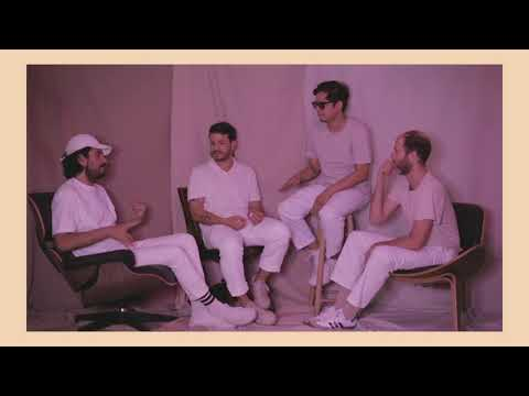 Technicolor Fabrics - Distantes (Lyric Video Oficial)