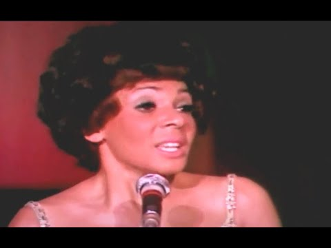 Shirley Bassey - Chi Si Vuol Bene Come Noi  (1970 Live Performance)