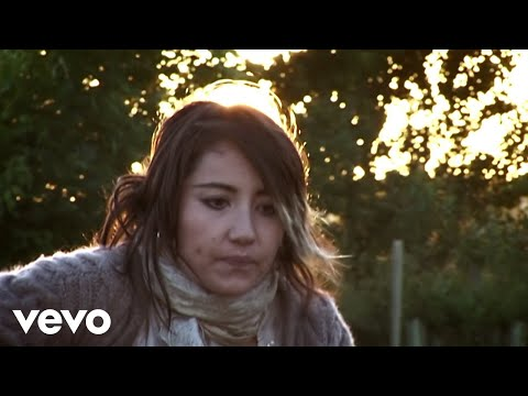 KT Tunstall - Turn Into You (Live Campfire Acoustic)