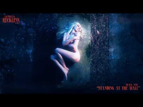The Pretty Reckless - Standing At The Wall