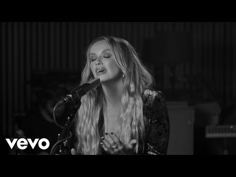 Carly Pearce - Show Me Around (Acoustic)