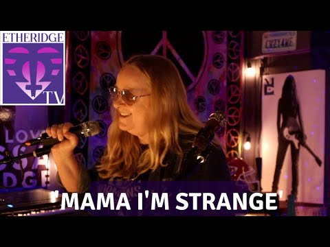 Melissa Etheridge sings her song, 'Mama I'm Strange'