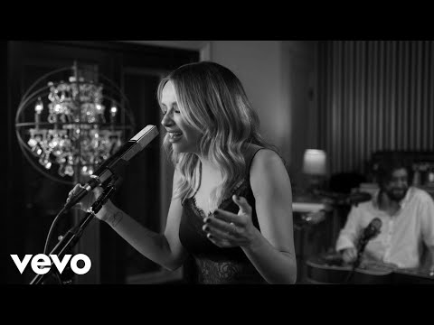 Carly Pearce - Show Me Around (Live)