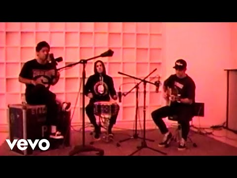 KennyHoopla - ESTELLA// (feat. Travis Barker) (Acoustic Performance)