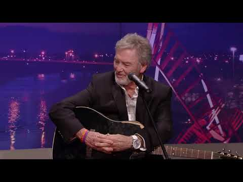 """Larry Gatlin Interview with """"American Trilogy"""" & """"Sweet Memories"""" Excerpts (Live CabaRay Nashville)"""