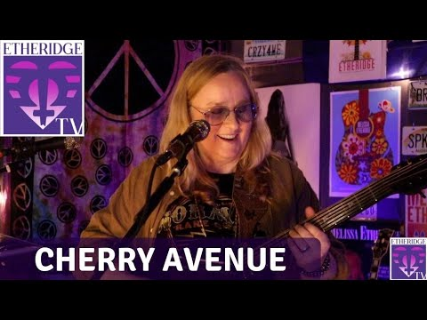 Melissa sings 'Cherry Avenue' on EtheridgeTV