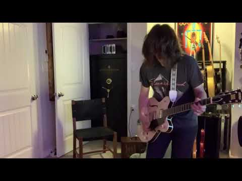 Tyler Bryant - Trying out this new Gretsch guitar!