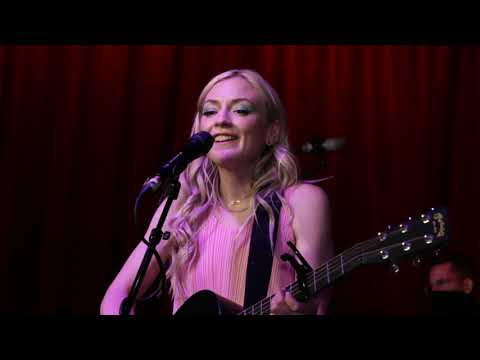 Emily Kinney - Fifteen Minutes (live from The Hotel Cafe)