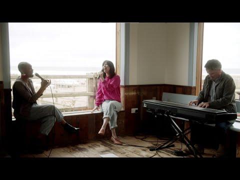 Amazing Grace - Keith & Kristyn Getty Feat. Dana Masters and Kirk Whalum